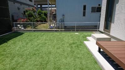 お庭に青々とした芝生‥